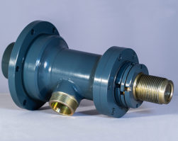 Swivel for water well drilling rig
